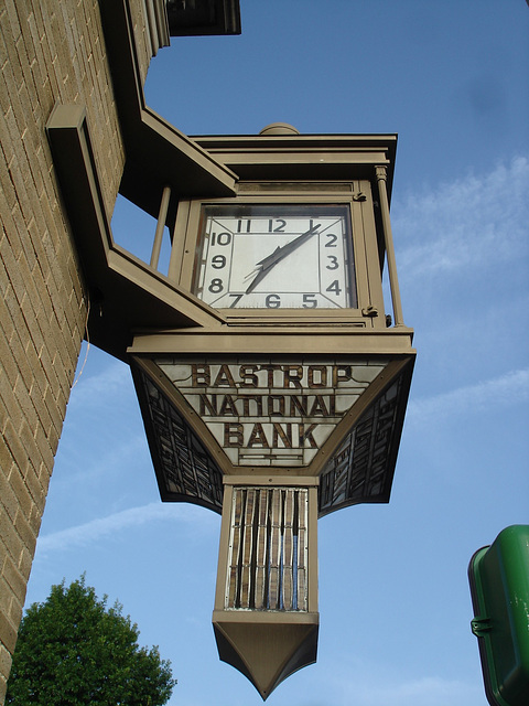 Bastrop national bank clock / Banque nationale - Bastrop, Louisiana. USA /  8 juillet 2010.