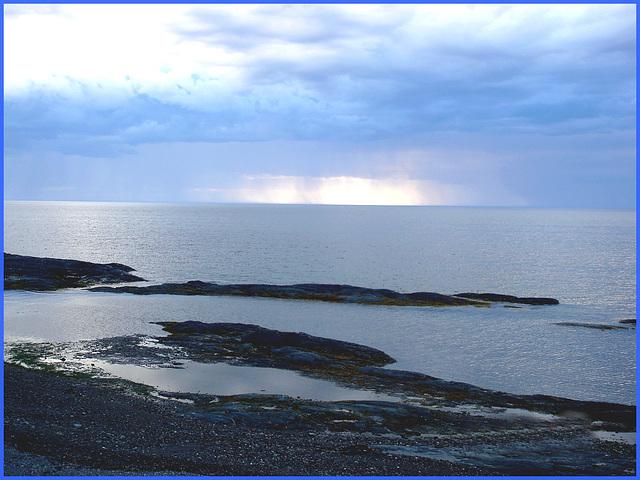 Coucher de soleil / Sunset - Pointe-au-père, Québec, Canada /  23 juillet 2005.