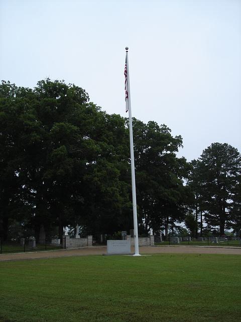 Capt.A.J. Memorial Hamilton cemetery / Alabama. USA - 10 juillet 2010. -  Dead flag / Drapeau mort