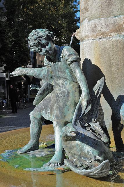 Martinsbrunnen - Kinder fangen Gänse - Detail