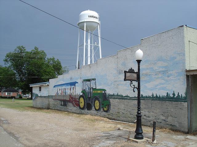 John Deere's façade /  Vardaman, Mississippi. USA - 9 juillet 2010