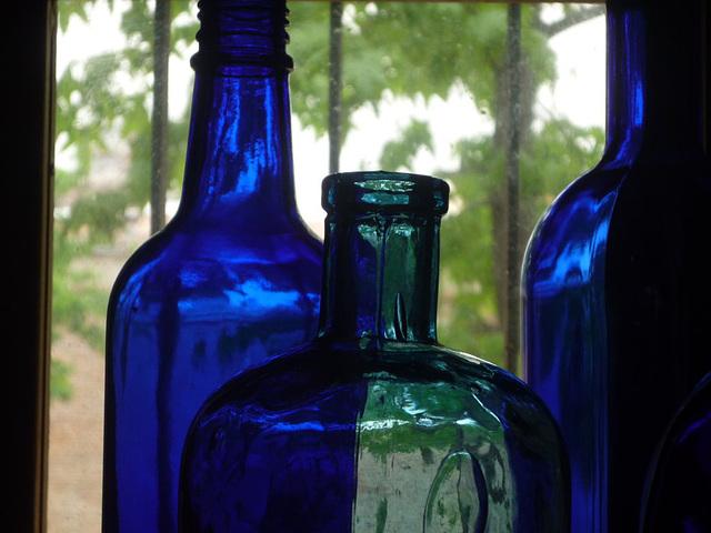 Botellas azul y verde