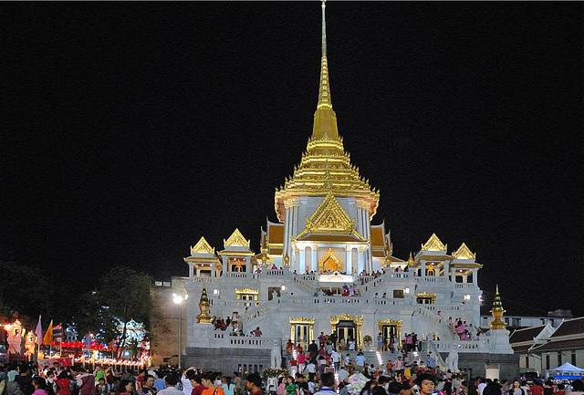 The pagoda of Phra Phuttha Maha Suwan Patimakon at night