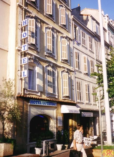 1998-08-10 27 en Marsejlo, mia hotelo