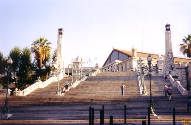 1998-08-10 29 en Marsejlo, al stacidomo