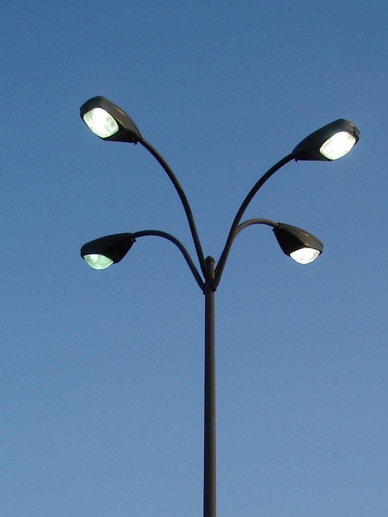 Beechcroft centre street lamp / Columbus, Ohio. USA - 25 juin 2010