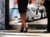 Dame hautement juchée / Lady in high heels - Photographe Claudette.