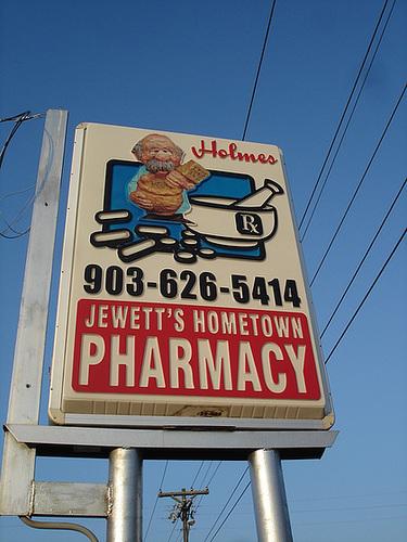 Holmes  / Jewett's Hometown pharmacy - Jewett, Texas. USA - 6 juillet 2010