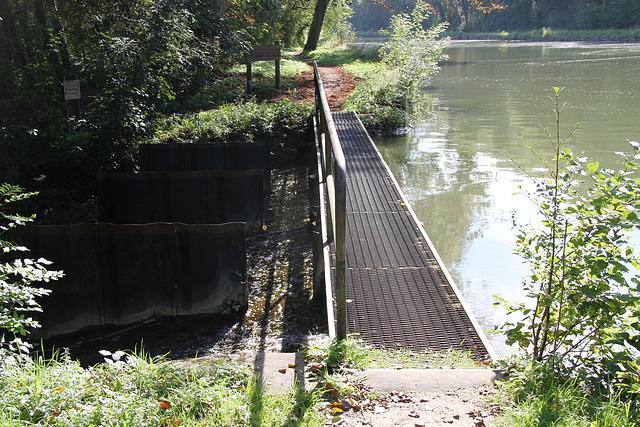 Un déversoir du Canal du Loing