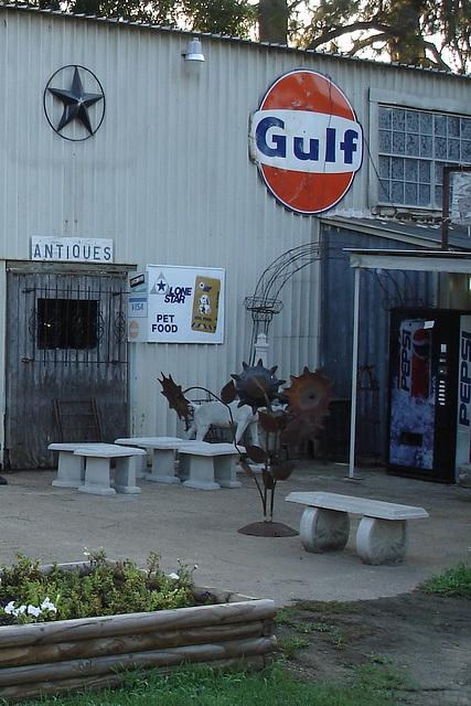 Antiquités texanes / Texan antiques - Jewett, Texas. USA - 6 juillet 2010 - Recadrage