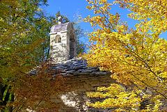 La chapelle de Lure dans son écrin de feuillage