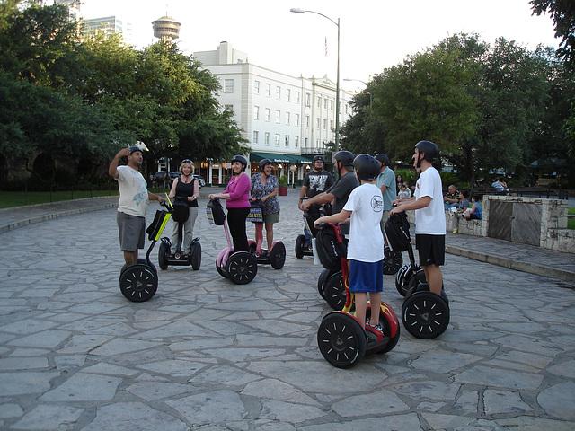 Touristes roulants / Wheeling tourists - San Antonio, Texas. USA - 29 juin 2010.
