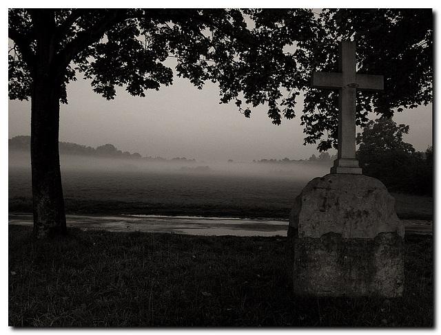Kreuz mit Nebel