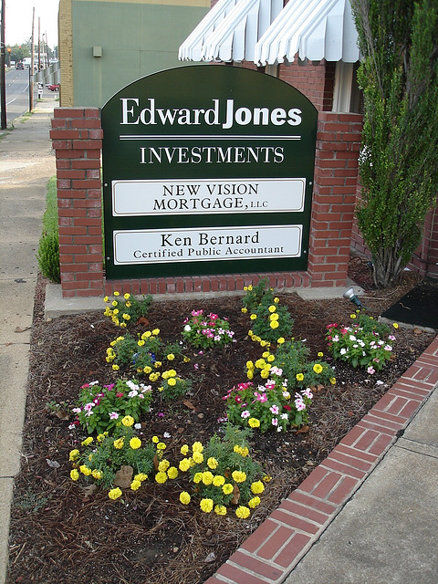 Edward Jones garden / Investiture fleurie - Bastrop. Louisiane. USA - 8 juillet 2010.