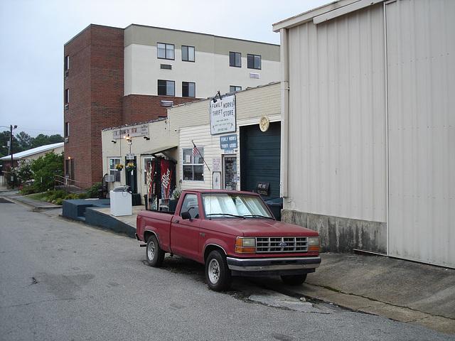 Family works thrift store / Hamilton, Alabama. USA - 10 juillet 2010