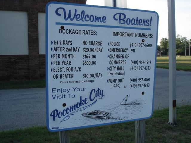 Welcome boaters /  Bienvenue aux canotiers -  Pocomoke, Maryland, USA - 18 juillet 2010.