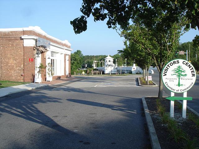 Visitors center area / Autour du centre pour visiteurs / Pocomoke, Maryland, USA - 18 juillet 2010.