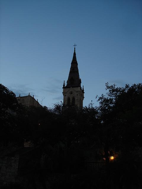 Church tower by the night / Clocher de soir - San Antonio, Texas. USA - 29 juin 2010- Photo originale