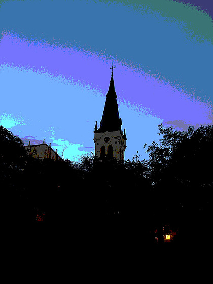 Church tower by the night / Clocher de soir - San Antonio, Texas. USA - 29 juin 2010- Version  postérisée