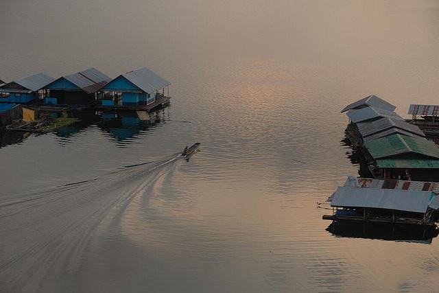 Idyllic scene on Khao Laem Dam