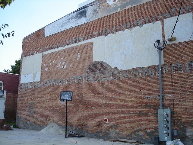 Basketball façade / Basket-ball et façade de briques