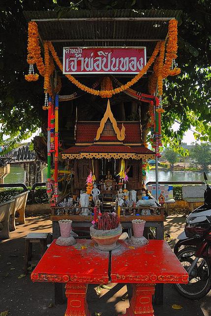 San phra phum ศาลพระภูมิ