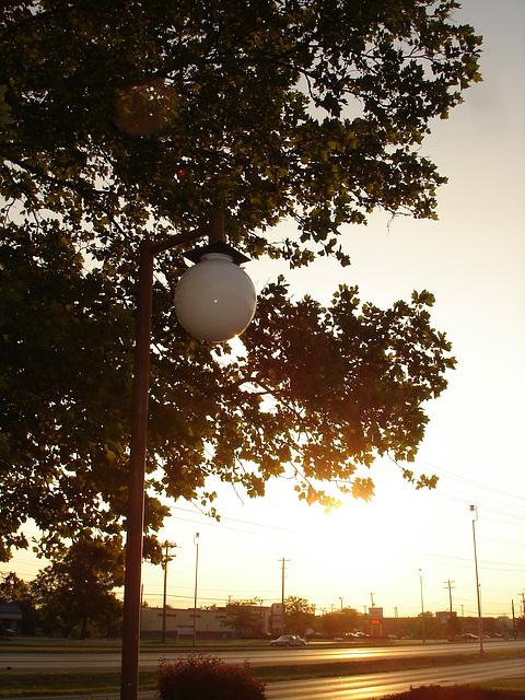 Lever de soleil / Sunrise -  Columbus, Ohio. 25 juin 2010. Avec flash
