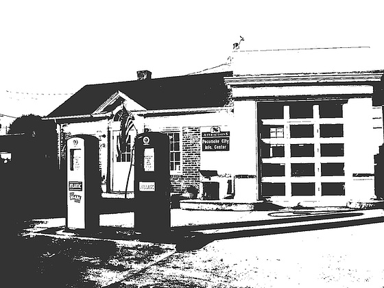 Pocomoke city info.center / Pocomoke, Maryland. USA - 18 juillet 2010  /  HC ( High contrast) - Bichromie