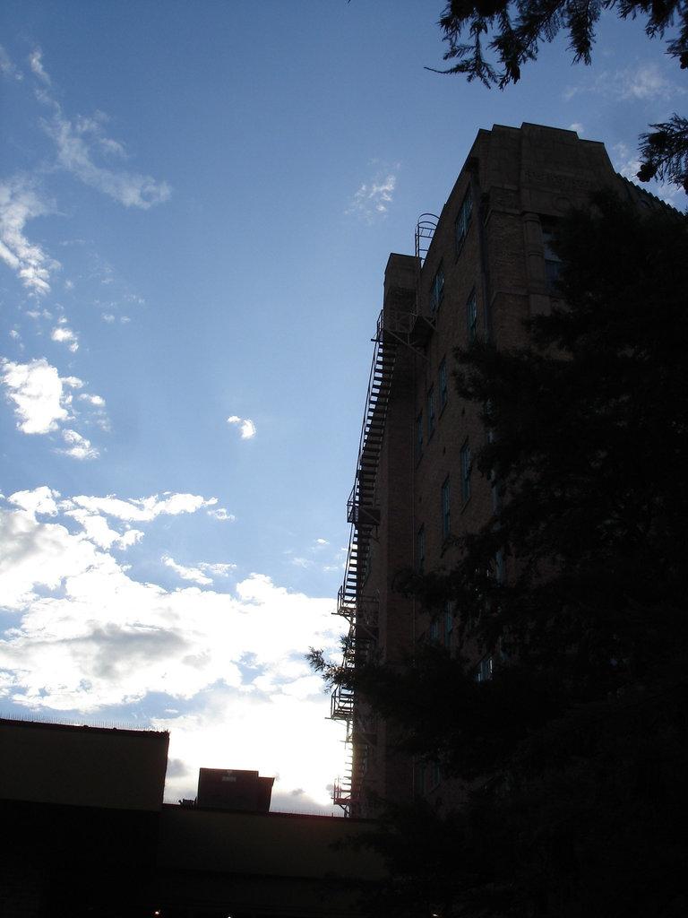 Fire escapes to heaven /  Escaliers de secours vers le ciel - San Antonio, Texas. USA - 29 juin 2010