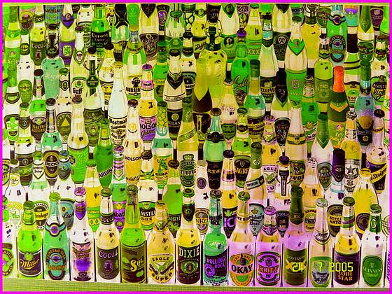 Festival de la bière !  Beer kingdom !  Bas du fleuve's washroom wall picture - 24 juillet 2005.- Négatif