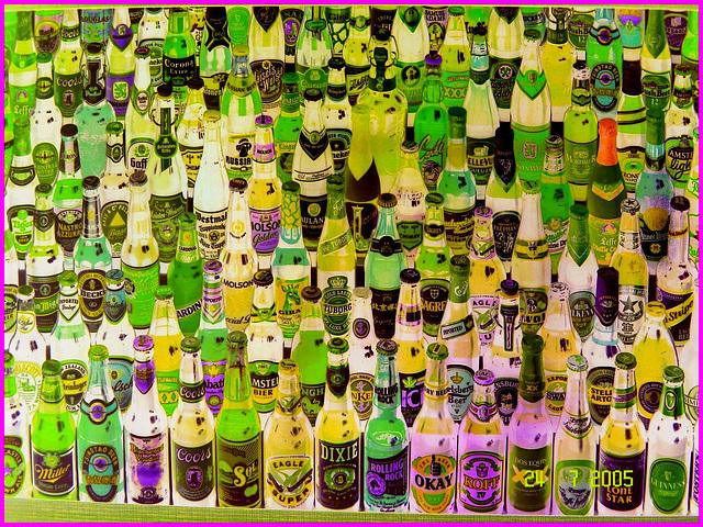 Festival de la bière !  Beer kingdom ! Cadre alcoolisé du bas du fleuve's washroom wall picture - 24 juillet 2005 - Négatif