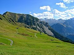 Sicht auf die umliegenden Berge des Zafernhorns