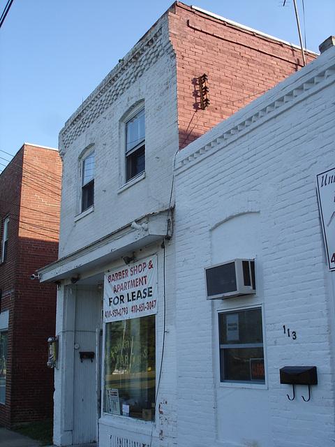 Barber shop for lease /  Salon de coiffure à louer - Pocomoke, Texas. USA - 18 juillet 2010.