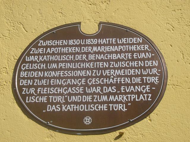 Inschrift an der Marienapotheke