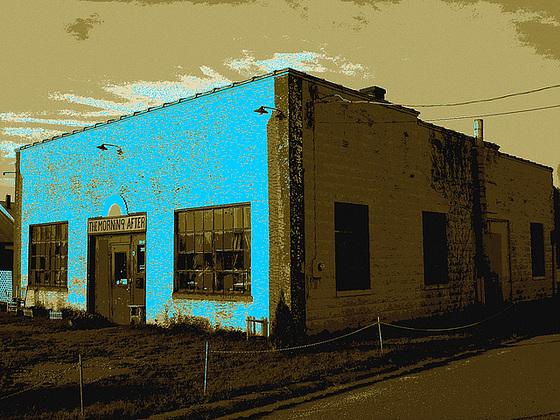 The morning after house / Pocomoke, Maryland. USA - 18 juillet 2010 - Postérisation sepiatisé avec bleu photofiltré