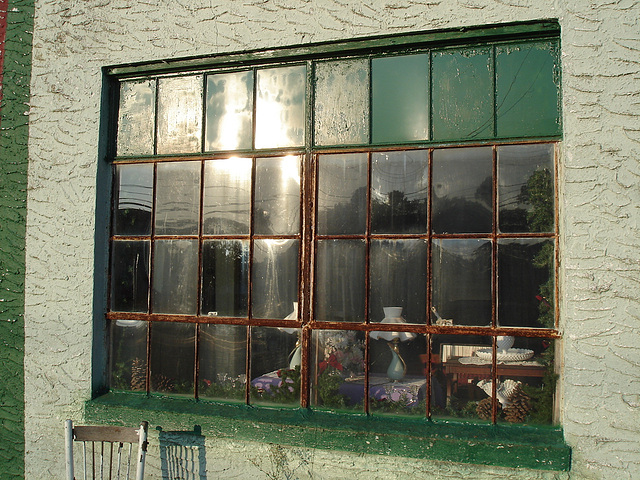 The morning after window / Fenêtre du matin suivant - Pocomoke, Maryland. USA - 18 juillet 2010