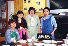 tri japaninoj kaj Renata el Francio
