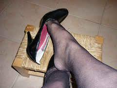 Dangle caniculaire en escarpins vertigineux /  Heatwave dangle in black pumps / Christiane en action !  Action !!