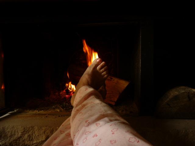 Petits pieds au chaud / Hot sexy feet - My friend / Mon amie Christiane . Avec / with permission.