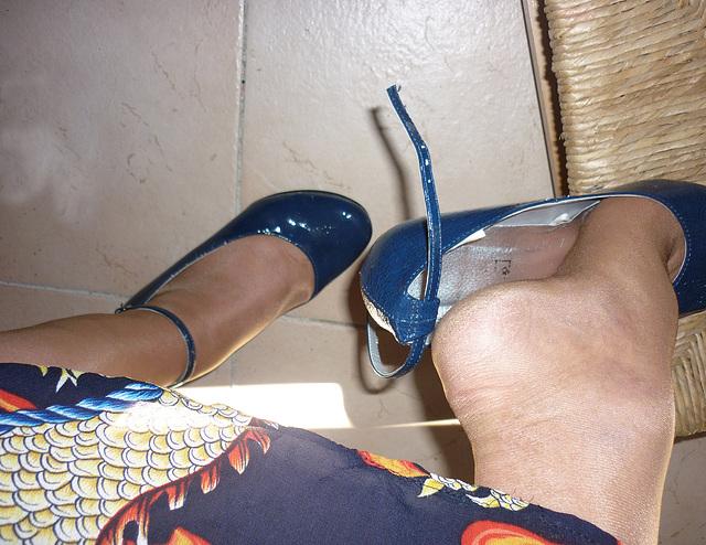 Dangle suprême en souliers sexy /  Supreme dangle in sexy shoes -  Mon amie / My friend Christiane !
