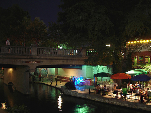 Market street bridge /  San Antonio, Texas. USA - 30 juin 2010.