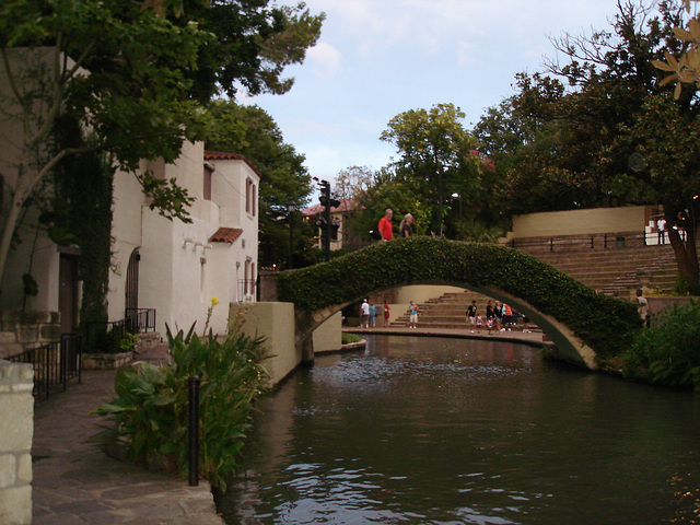 Botanical footbridge / Passerelle botanique - San Antonio, Texas. USA - 30 juin 2010.