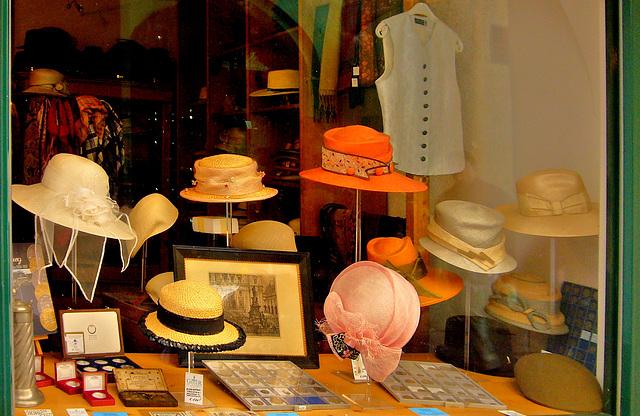 Hüte und Münzen