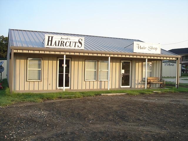 Jacob's HaircutS wheeling bench / Banc sur roues avec coupe de cheveux à la texane - Jewett, Texas. USA - 6 juillet 2010