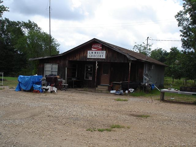 LW White grocery /  South Clayborne , Louisiana. USA - 7 juillet 2010  - With no flash / Sans flash