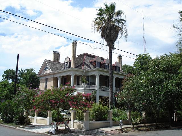 La maison électrique / Electric house - King Williams area / Le quartier King Williams - San Antonio, Texas. USA - 29 juin 2010.