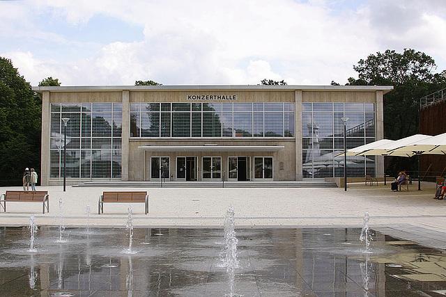 20100805 7388Aw Konzerthalle, neues Wasserspiel
