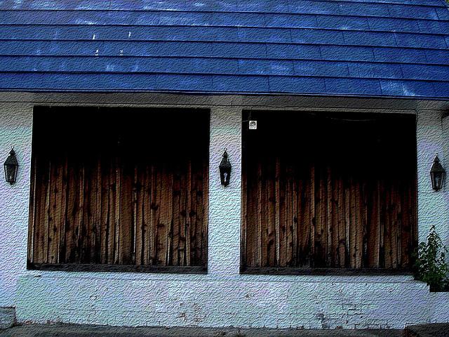 No parking building / Stationnement interdit - Bastrop, Louisiane. USA - 8 juillet 2010. Craquelures postérisées
