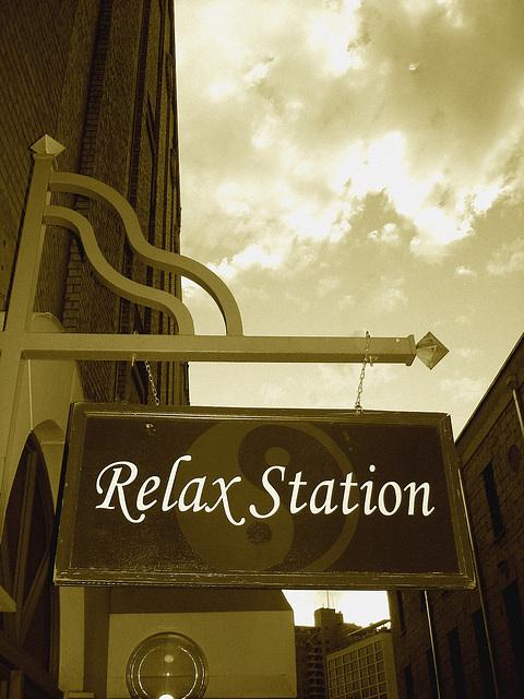 Relax station /  San Antonio, Texas. USA - 29 juin 2010 - Sepia