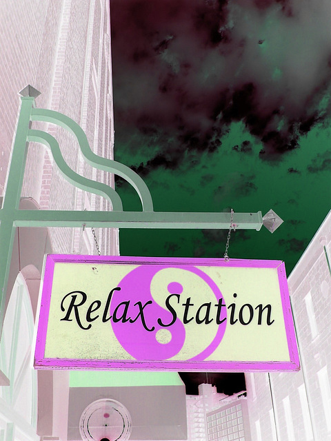 Relax station /San Antonio, Texas. USA - 29 juin 2010 - Inversion  RVB - BVR